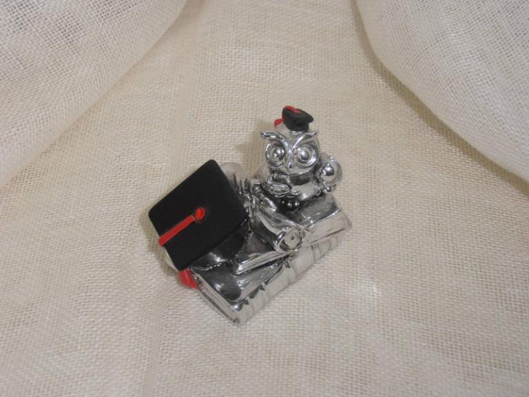 P7141184 Bomboniera per  Laurea….Gufo laureato resina  cm 6  euro 3.90