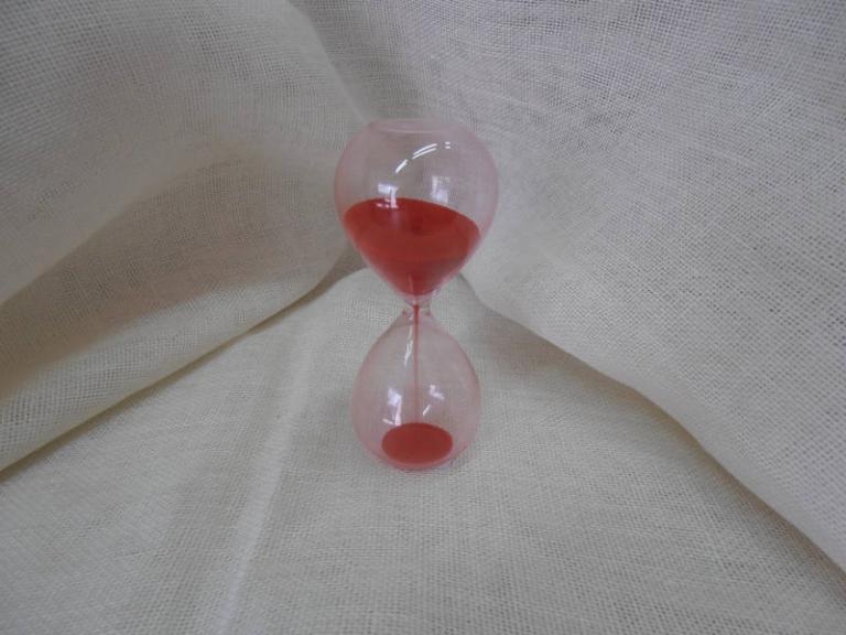 P7141190 Bomboniera per laurea… Clessidra in vetro sabbia rossa h.10cm euro 5.40